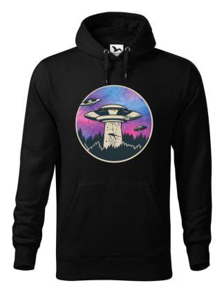 Czarna bluza męska z nadrukiem UFO porywającego człowieka. Bluza typu kangur z kapturem.