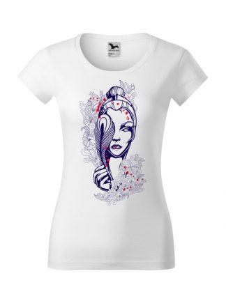 Damska koszulka z krótkim rękawem i geometrycznym nadrukiem kobiety. Krój slim-fit z dekoltem, kolor biały.