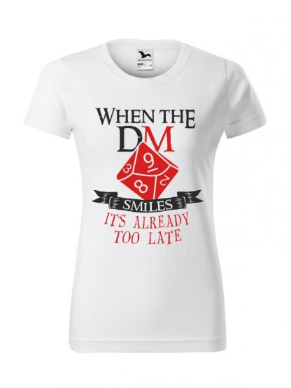 Damska koszulka z krótkim rękawem i napisem When The Dungeon Master Smiles It's Already Too Late. Krój standardowy, kolorowy nadruk, koszulka w kolorze białym.
