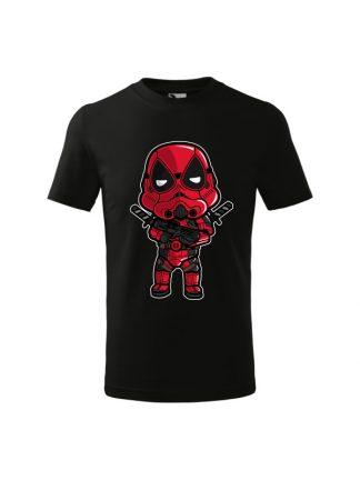 Czarna dziecięca koszulka z krótkim rękawem i karykaturą postaci filmowej.