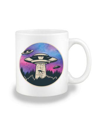 Biały kubek ceramiczny z kolorowym nadrukiem UFO. Nadruk dwustronny.