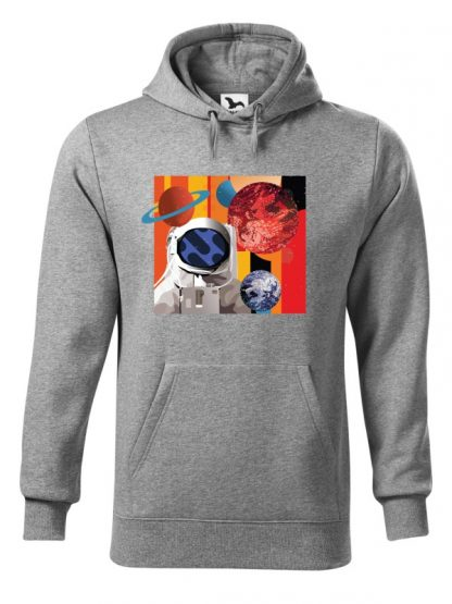 """Szara bluza męska z kolorowym nadrukiem astronauty otoczonego planetami. Bluza typu """"kangur"""" z kapturem."""