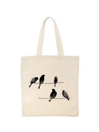 Ekologiczna ekotorba bawełniana w kolorze ecru, z rysunkową grafiką ptaków siedzących na linii wysokiego napięcia. Nadruk czarny.