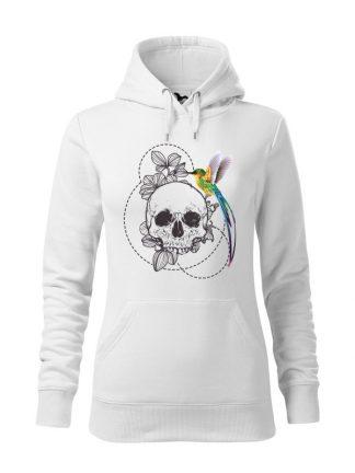 """Biała bluza damska z nadrukiem w stylu boho, przedstawiającym kolorowego kolibra siedzącego na czaszce. Bluza typu """"kangur"""" z kapturem."""