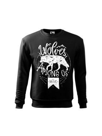 Czarna bluza dziecięca z białym nadrukiem wilka oraz napisem Wolves Among Us. Bluza wkładana, bez kaptura.