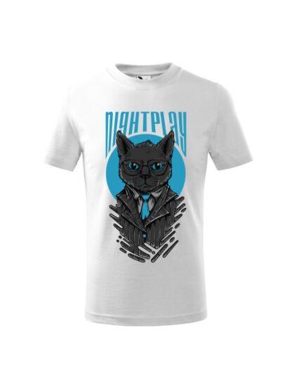 Dziecięca koszulka z krótkim rękawem i wizerunkiem kota w garniturze i okularach oraz napisem Nightplay. Koszulka biała.