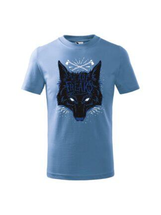 Dziecięca koszulka z krótkim rękawem i czarnym motywem wilka oraz napisem We Are Freaks. Koszulka błękitna.