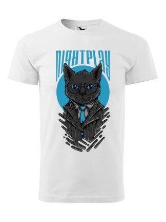 Męska koszulka z krótkim rękawem i wizerunkiem kota w garniturze i okularach oraz napisem Nightplay. Koszulka biała.