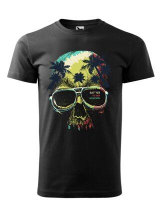 Męska koszulka z krótkim rękawem i kolorowym motywem czaszki oraz napisem Say Yes To New Adventures. Koszulka czarna.