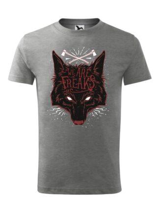 Męska koszulka z krótkim rękawem i czarnym motywem wilka oraz napisem We Are Freaks. Koszulka szara.