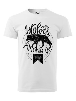 Męska koszulka z krótkim rękawem i czarnym nadrukiem wilka oraz napisem Wolves Among Us. Koszulka biała.