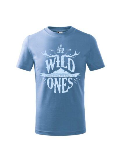 Dziecięca koszulka z krótkim rękawem i stylizowanym napisem The Wild Ones, Nothing Wrong With Being Free. Koszulka błękitna.