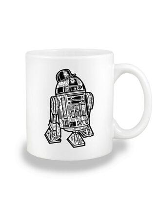 Biały kubek ceramiczny z czarno-białą grafiką droida, inspirowaną serią popularnych filmów sci-fi. Nadruk dwustronny.