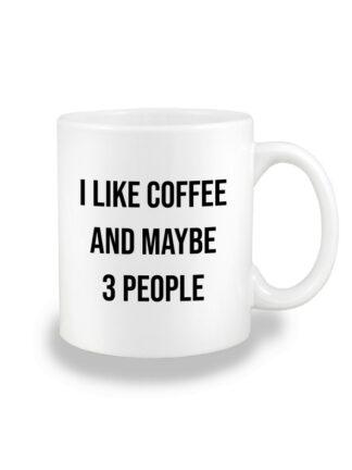 Biały kubek ceramiczny z kontrastującym napisem I Like Coffee And Maybe 3 People. Nadruk dwustronny.