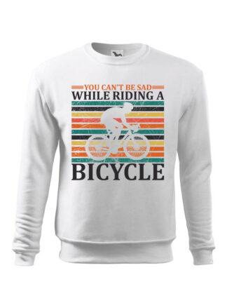 Biała, wkładana bluza męska bez kaptura, z nadrukiem kolarza szosowego na tle kolorowych pasów. Całość opatrzona napisem You Can't Be Sad While Riding A Bicycle.