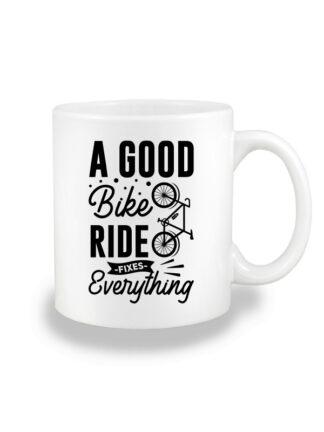 Biały kubek ceramiczny z czarnym, stylizowanym napisem A Good Bike Ride Fixes Everything.