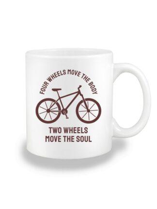 Biały kubek ceramiczny z brązową sylwetką roweru i brązowym napisem Four Wheels Move The Body, Two Wheels Move The Soul.